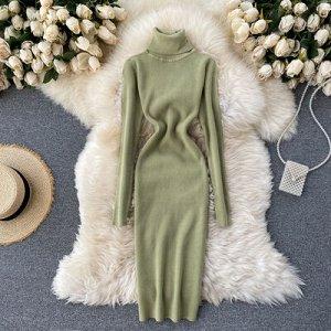 Трикотажное платье с высоким горлом зеленое