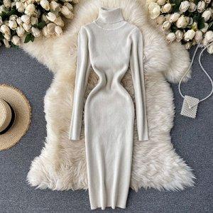 Трикотажное платье с высоким горлом кремово-белое