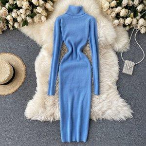 Трикотажное платье с высоким горлом светло-синие