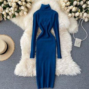 Трикотажное платье с высоким горлом темно-синие