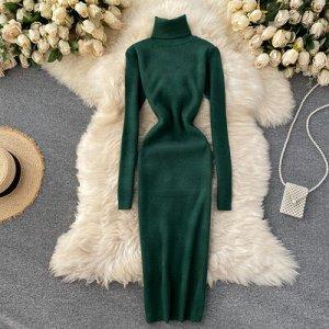 Трикотажное платье с высоким горлом темно-зеленое