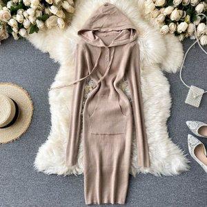 Вязановое вязаное платье с капюшоном, V-образным вырезом  темный беж