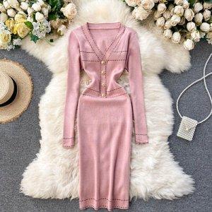 Платье осенне-зимнее новое,  v-образный вырез розовое
