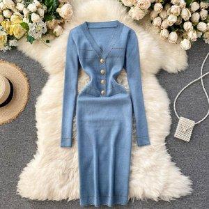 Платье осенне-зимнее новое,  v-образный вырез