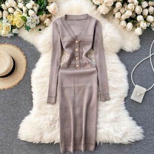 Платье осенне-зимнее новое,  v-образный вырез темный беж