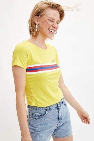 Желтая футболка с полосками