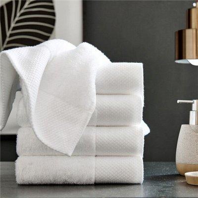 Мягкие, белоснежные полотенца по отличной цене. В наличии — Белоснежные махровые полотенца, коврик, тапочки