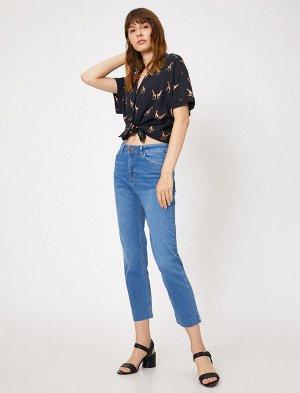 Джинсы PRODUCT DETAILS  Medium Rise, High Rise, Light Leg Jeans  Material:  %99 Cotton, %1 Elastane  Model Size Information:  Height: 176 cm, Breast: 84, Waist: 60, Hip: 90 Model Size: 27/32