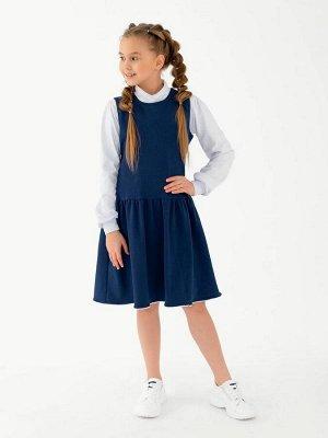 Сарафан Удобный и практичный школьный сарафан из футера синего(индиго) цвета для девочкииз футера. Горловина и подол отстрочены узким кружевом. Юбка отрезная ниже линии талии, на легкой сборке. Издели