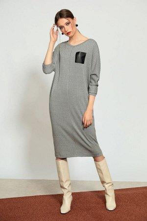 Платье Платье NOCHE MIO 1.527  Состав: Вискоза-60%; ПЭ-38%; Эластан-2%; Сезон: Осень-Зима Рост: 164  Трикотажное платье прямого кроя - универсальная и комфортная модель на каждый день.