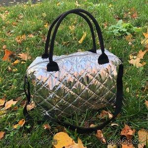 Сумка Современная стеганная сумка-пуховик. Мягкую дутую сумку вы сможете носить с огромным пальто, комбинировать с полу-спортивными и уютно-мешковатыми вещами в гардеробе (лучшие друзья огромной сумки