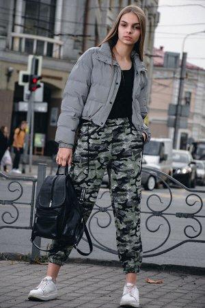 """Брюки Бренд Натали. Ткань: футер 2-х нитка Состав: 72% хлопок, 20% п/э, 8% лайкра Женские брюки свободного кроя в стиле """"КАРГО"""", выполненные из стилизованного камуфляжа. Данная модель укороченная, фик"""