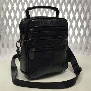 Мужская сумка Egoist из мягкой натуральной кожи с ремнем через плечо чёрного цвета.