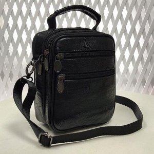 Мужская сумка Zen из мягкой натуральной кожи с ремнем через плечо чёрного цвета.