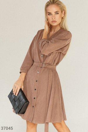Мягкое велюровое платье бежевого цвета
