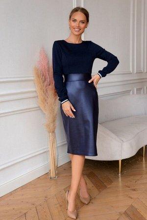 Платье Размер: 42 / 44 / 46 / 48 Комбинированные платья-модный тренд последних коллекций! Экокожа цвета синий металлик привлекает внимание и акцентирует незаурядный стиль. За счет втачного пояса та