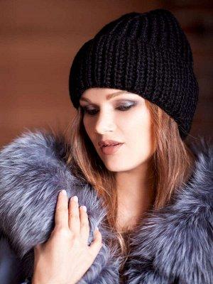 Тёплая женская шапка.