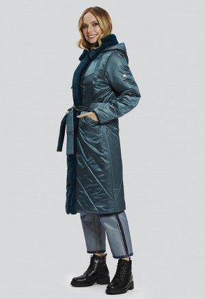 """2122 серый Комфортное зимнее пальто Матера от российского производителя D'imma Fashion Studio. Отделка искусственным мехом """"под кролик"""". Застежка на молнию и декоративные пуговицы. Пояс в ко"""