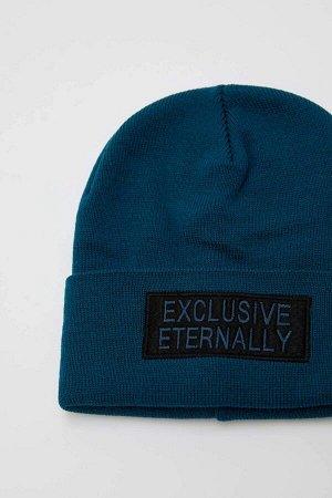 шапка Размеры модели: рост: 1,85 грудь: 98 талия: 80 бедра: 95 Надет размер: STD  Акрил 100%