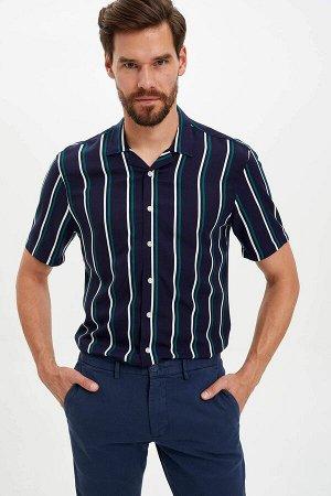 рубашка Размеры модели: рост: 1,86 грудь: 96 талия: 82 бедра: 94 Надет размер: M  Вискоз 100%