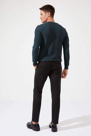 брюки Размеры модели: рост: 1,89 грудь: 100 талия: 81 бедра: 97 Надет размер: размер 32 - рост 32  Вискоз 15%, Полиэстер 81%,Elastan 4%