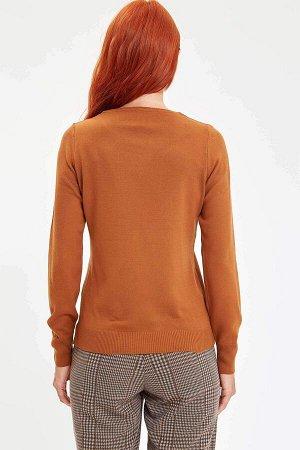 Джемпер Размеры модели: рост: 1,78 грудь: 84 талия: 60 бедра: 90 Надет размер: S Акрил 100%