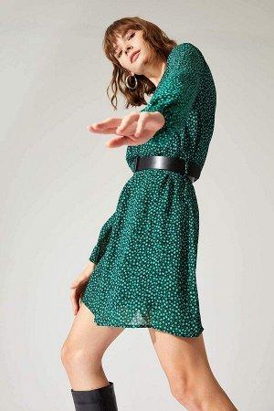 Платье Материал Размеры модели: рост: 1,78 грудь: 83 талия: 60 бедра: 89 Надет размер: 38 вискоз 100%