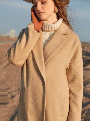 Пальто бежевое двубортное