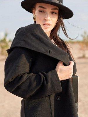 Пальто черное с накладными карманами