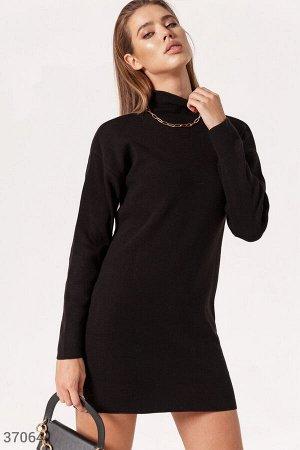 Лаконичное платье-водолазка черного цвета