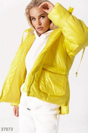 Объемная стеганая куртка желтого цвета