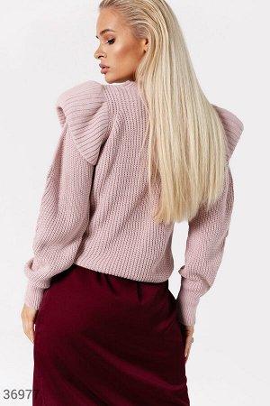 Вязаный свитер с акцентными плечами