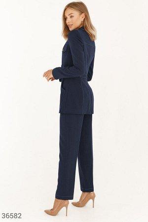 Брючный костюм глубокого синего оттенка