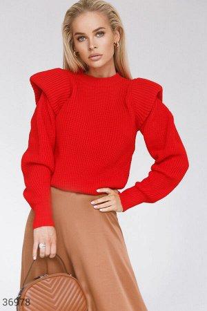 Красный свитер с акцентными деталями