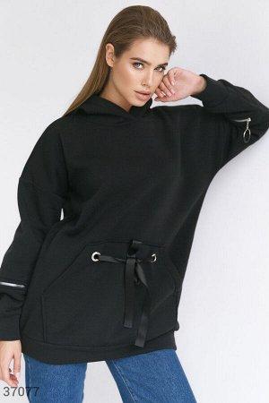 Черное oversize-худи с декоративными элементами