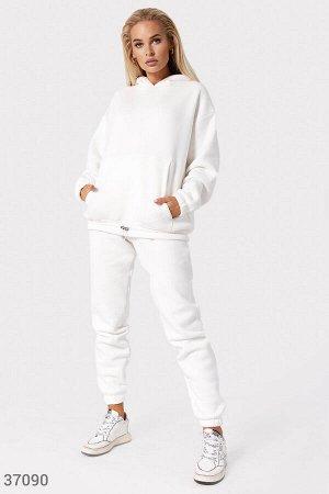 Комфортные брюки-джоггеры молочного оттенка