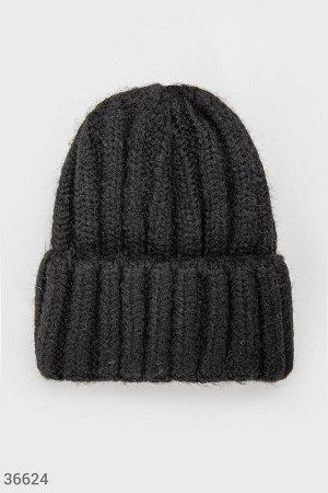 Объемная шапка черного цвета