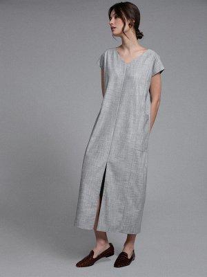 Платье Состав ткани: Вискоза 60%, Полиэстер 37%, Эластан 3% Длина: 122 См. Описание модели Серое прямое платье с карманами. Имеет V-образный вырез горловины и спущенный короткий рукав.Модель дополнена