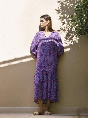 Платье Состав ткани: Вискоза 100% Описание модели Для романтичных натур. Платье в загадочном сиреневом цвете с контрастным принтом из красных сердец и юбкой - воланом очень актуально в наступающем сез