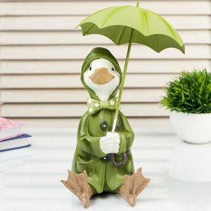 """Сувенир полистоун """"Утёнок в зелёном дождевике под зонтом"""" 20х14,5х12,5 см"""