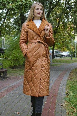 Пальто ВЕРХ: ПЭ 100%            ПОДКЛАДКА:              ПЭ 100%  Стеганное пальто на синтепоне прямого покроя, с поясом, внутри потаенные пуговицы, рукав с отворотом. Воротник декорирован в тон основн