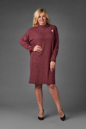 Платье Ткань: ангора Цвет: Бордовый  Платье свободного силуэта на кокетке в цельнокройной стойкой. Рукав спущенный длинный.  48 размер: спинка - 96 см, длина рукава - 74 см, ПОг - 61 см, ПОт - 61 см,