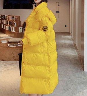 Длинный глянцевый пуховик с капюшоном желтый
