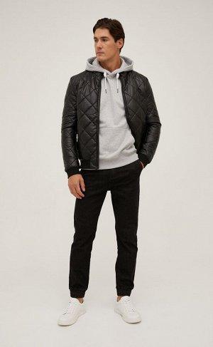 Куртка Короткая стеганая куртка Fine Joyce из эко кожи. Воротник-стойка с трикотажной отделкой внутри. Благодаря легкому утеплителю модель хорошо согревает в прохладные дни. Застегивается на молнию сп