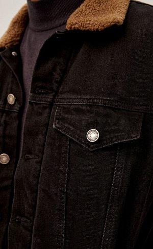 Куртка Новинка от Fine Joyce - джинсовая утепленная куртка. Модель прямого силуэта, застежка на металлические пуговицы, 2 кармана с клапанами и 2 боковых кармана без застежек. Утеплитель из 100% искус
