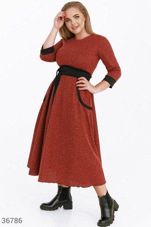 Платье-миди в деловом стиле