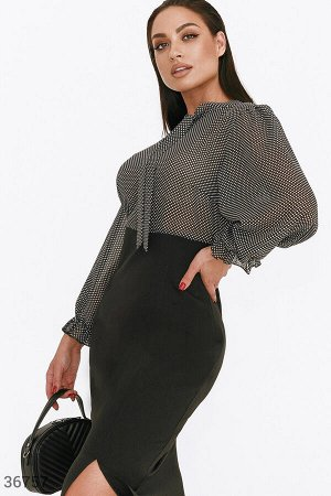 Кокетливое черное платье-футляр