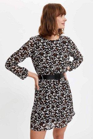 Платье Материал Размеры модели: рост: 1,78 грудь: 83 талия: 60 бедра: 89 Надет размер: 36 вискоз 100%