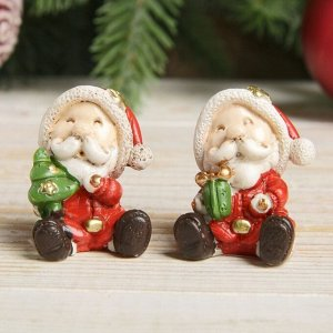 "Сувенир полистоун ""Мини Дед Мороз с подарками"" МИКС 4х2,3х3 см"