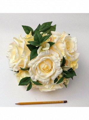 Букет роз на пластиковой основе 22см